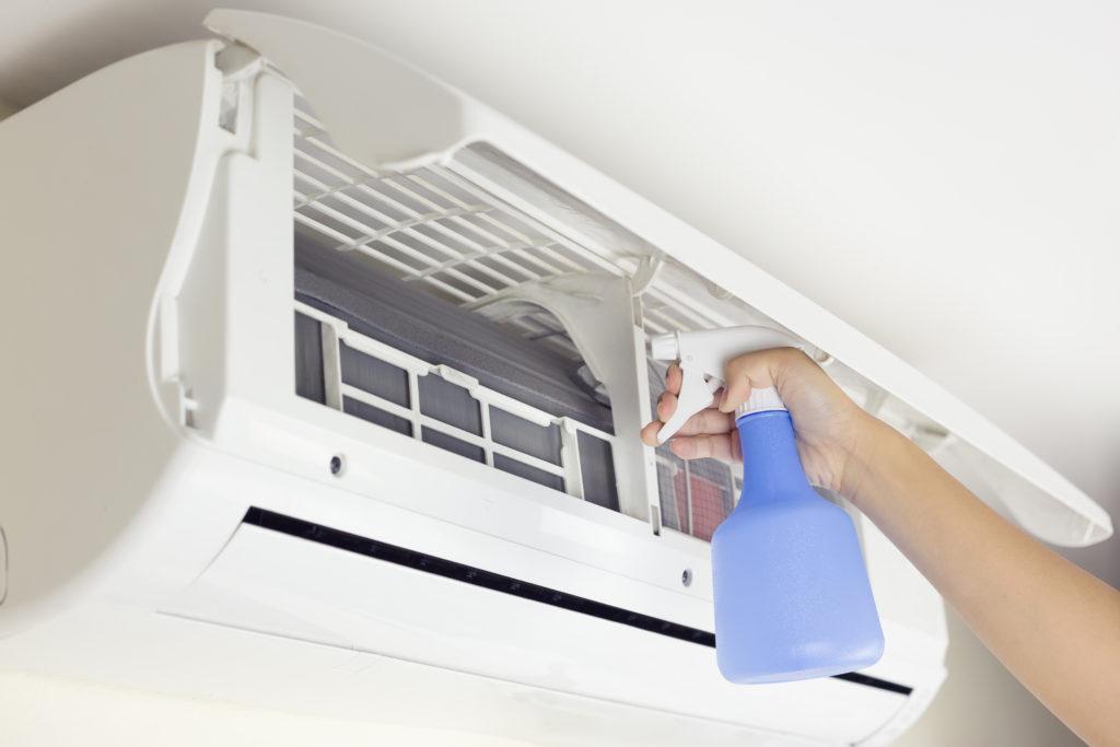 Comment désinfecter la climatisation d'une maison ?